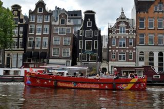 amsterdam-rondvaartboot-toerisme-toeristen