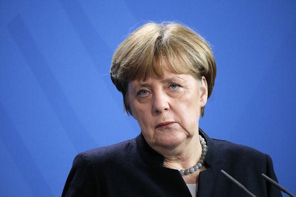 """Merkel: """"Duitsland heeft vreemdelingenhaat nooit eerder meegemaakt"""""""