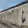Berlijnse Muur zo lek als een mandje