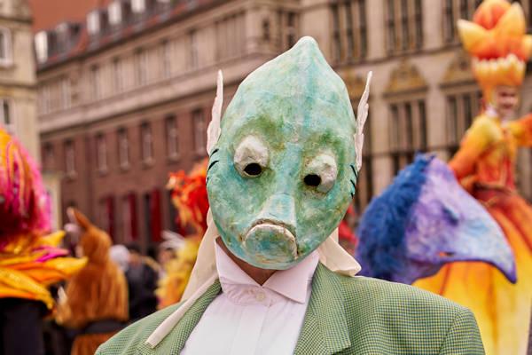 Carnavalsvierder Jos (35) gaat vreemd als vis
