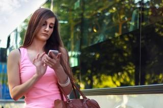 elke-ordinaire-chicka-heeft-nu-een-iphone