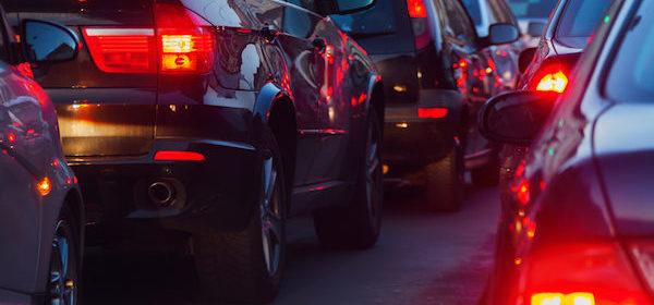 file-autos-verkeer-remlichten