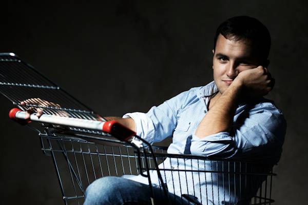 Harold (27) vangt eenzame winkelkarretjes op