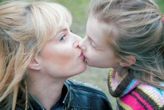 Je kind vol op de mond kussen mag dat? nieuwspaal