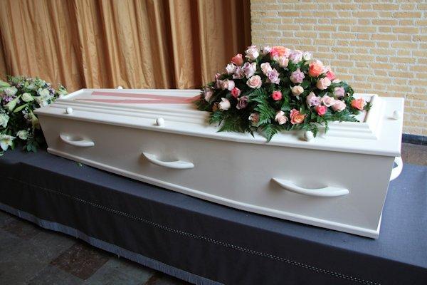 Citaten Voor Begrafenis : Bizar man aanwezig bij zijn eigen begrafenis nieuwspaal