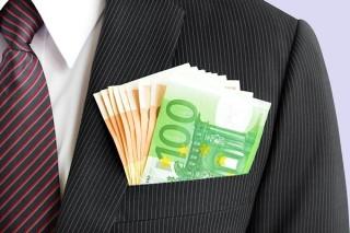 overheid-geeft-tienduizend-euro-aan-Belangrijke-Mensen