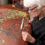 Vrouw vindt puzzelstukje na 51 jaar