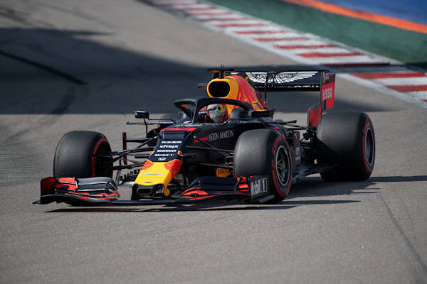 Red Bull komt met elleboogpitch