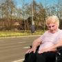 Bejaarde vrouw in het zonnetje gezet