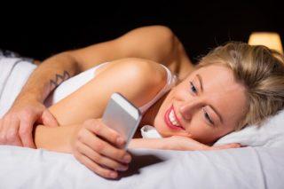 telefoon-smartphone-bed-app