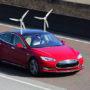 Tesla onthult eerste auto op windenergie